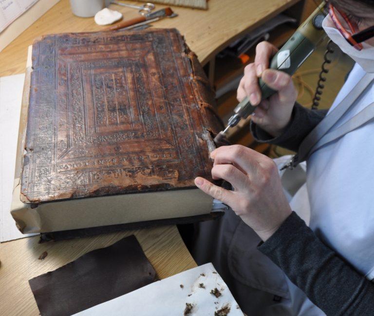 Jakub z Voragine, Legenda Aurea, (1485) – prace konserwatorskie nad oprawą