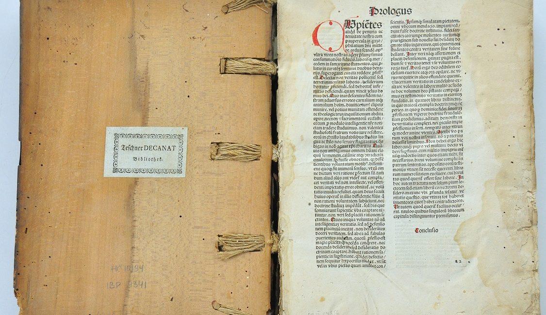 Prolog Sententiarum libri IV wraz z nalepką Biblioteki Dekanatu
